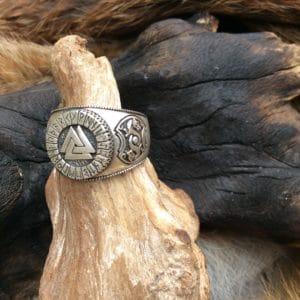 bague en argent symbole Valknut, runes